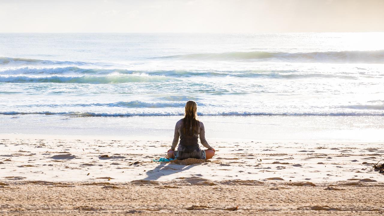 meditació platja Yoga Maresme