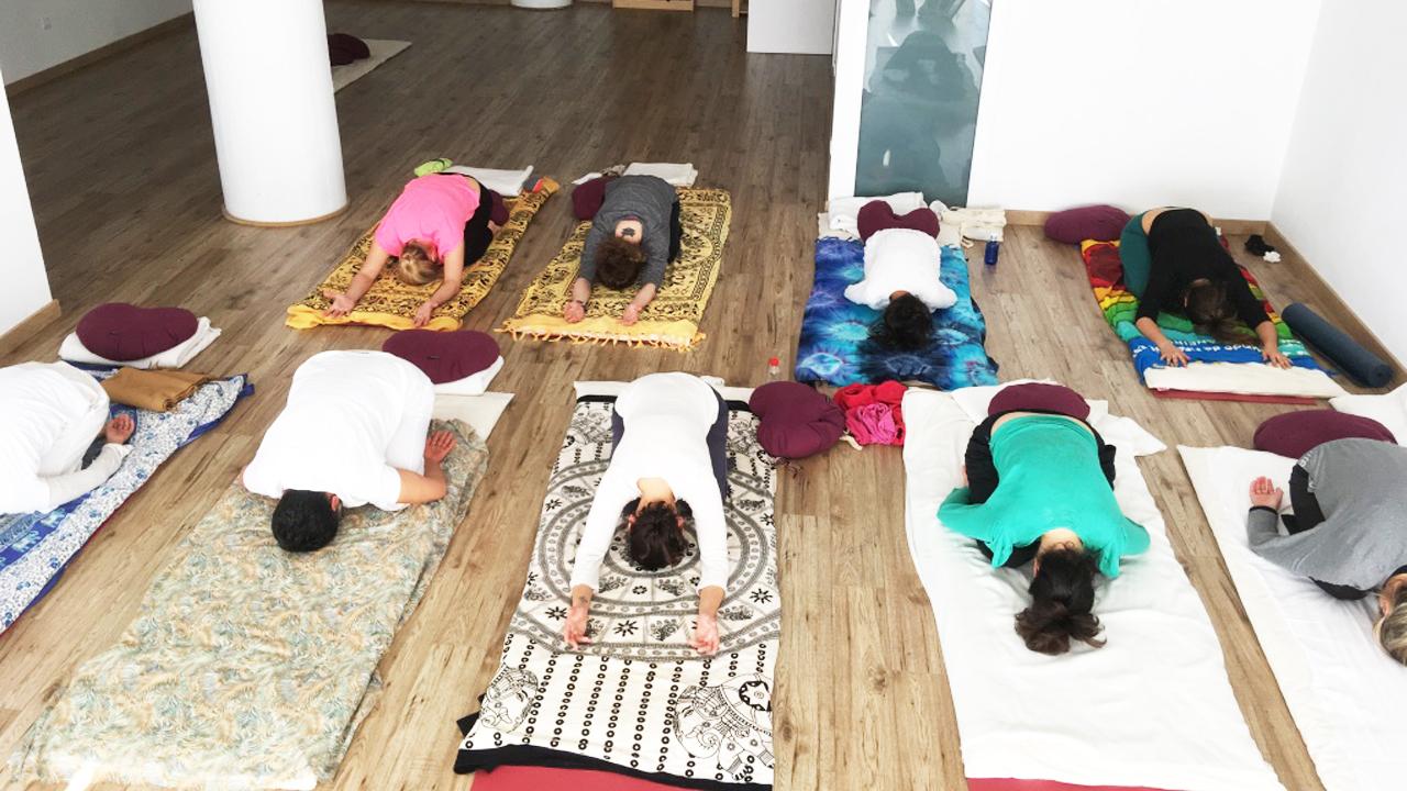 classe alumnes Yoga Maresme